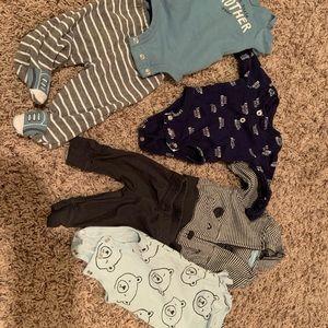 Carter's newborn outfits EUC